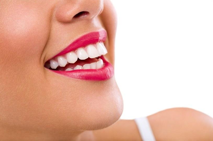 """""""Biała dieta"""" to sposób na hollywoodzki uśmiech /123RF/PICSEL"""