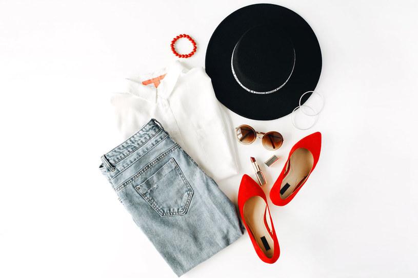 Biała koszula, na nią zawsze można liczyć /Picsel /123RF/PICSEL