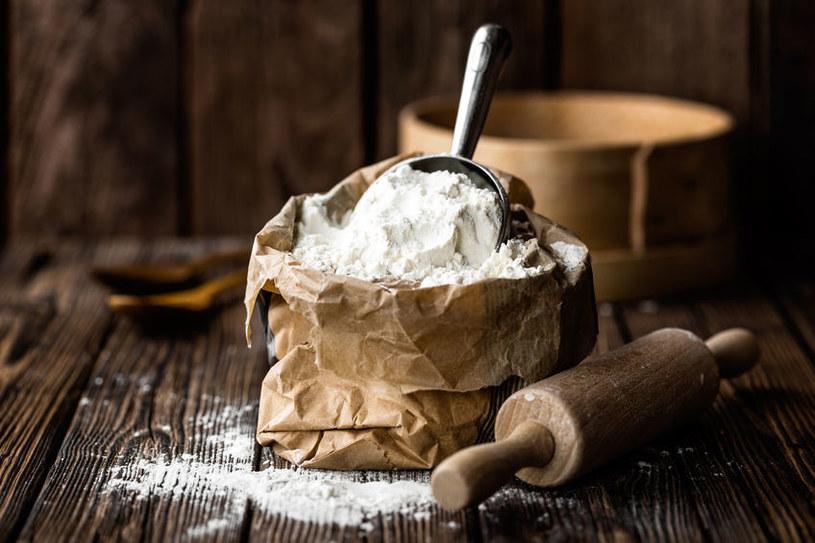 Biała mąka prawie w ogóle nie posiada błonnika /123RF/PICSEL