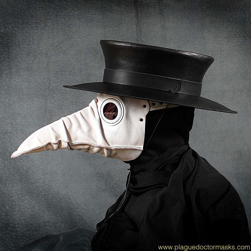 Biała skórzana maska doktora plagi - 129 funtów /www.plaguedoctormasks.com /materiały prasowe