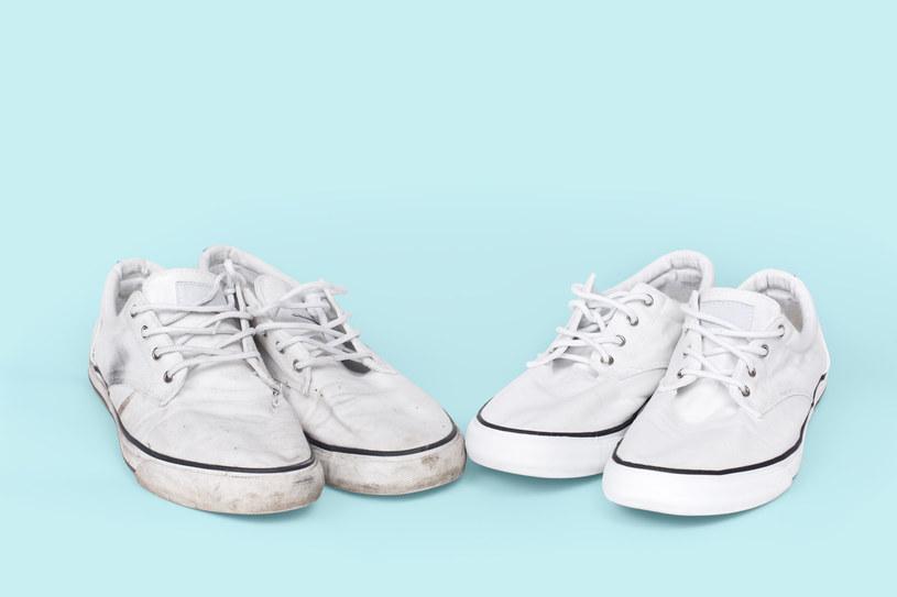 Białe buty są efektowne. Niełatwo jest jednak zachować je w idealnym stanie /123RF/PICSEL