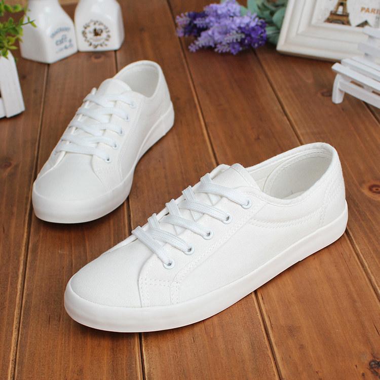 białe buty /© Photogenica