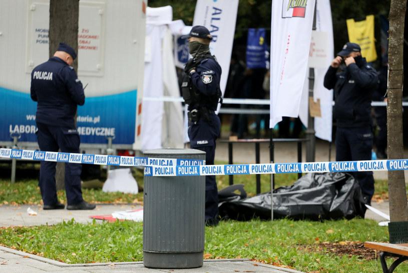 Białe miasteczko 2.0. Policja na miejscu, gdzie postrzelił się starszy mężczyzna /Jakub Kaminskii /East News