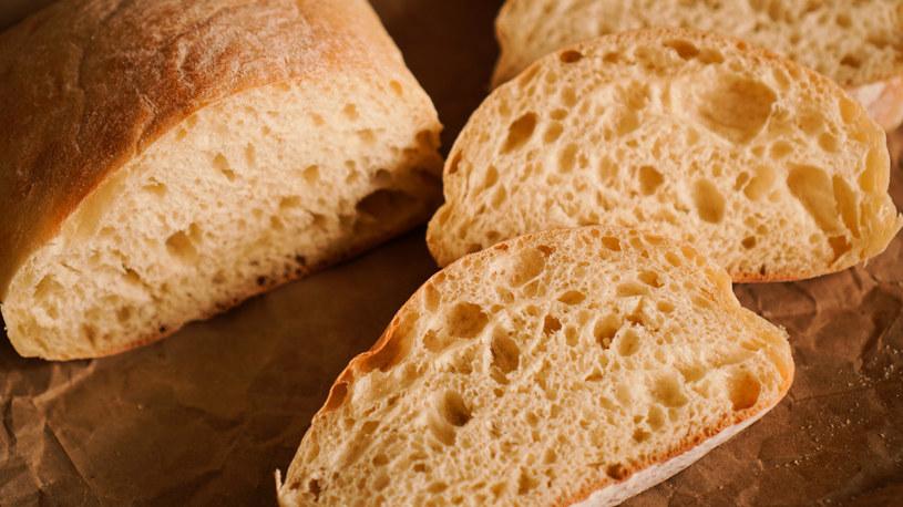 Białe pieczywo z pszenicy nie należy do najzdrowszych /123RF/PICSEL