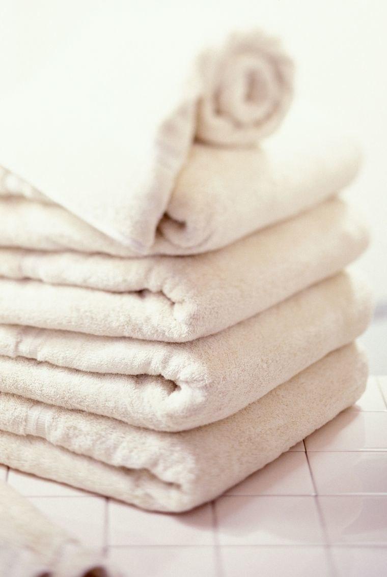 białe ręczniki /© Photogenica