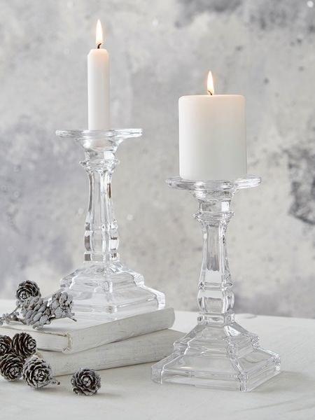białe świece /© Photogenica