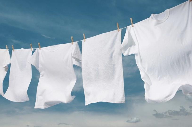 białe ubrania /© Photogenica