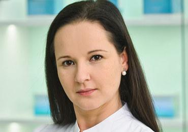 Absolwentka Wydziału Lekarskiego Collegium Medicum Uniwersytetu Jagiellońskiego w Krakowie (2008). Jest członkiem Polskiego Towarzystwa Dermatologicznego (PTD) oraz European Academy of Dermatology and Venereology (EADV). Miłośniczka nowych metod diagnostycznych w dermatologii, które z powodzeniem stosuje w swojej codziennej praktyce lekarskiej. Nieustannie doskonali swoje umiejętności, aby zapewnić pacjentom leczenie zgodne z aktualnymi trendami w dermatologii ogólnej i estetycznej.Pracuje w klinice Sublimed.