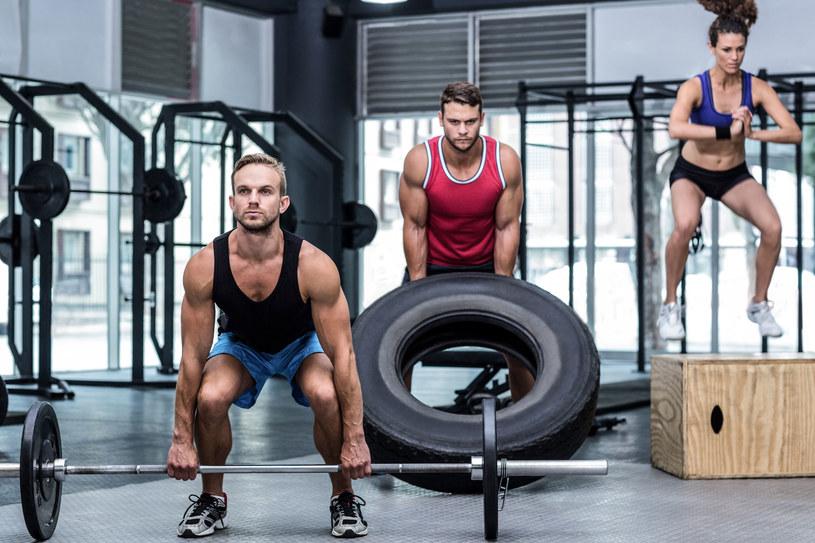 Białko jest budulcem mięśni, niezbędnym również do utrzymania zdrowia tej tkanki /123RF/PICSEL