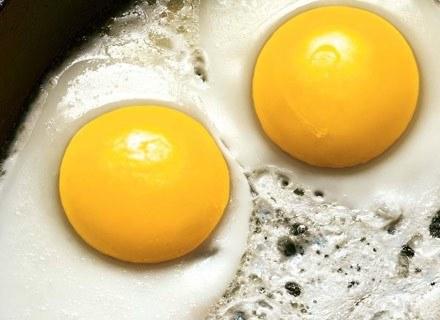 Białko z jajek pozwoli budować mięśnie bez przybierania tłuszczu /Men's Health