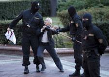 """Białoruś: Nina Bahińska, czyli """"babuszka z flagą"""" stała się symbolem protestów"""