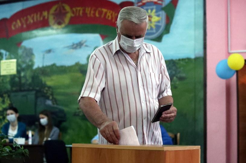 Białoruś: Rozpoczęło się głosowanie w wyborach prezydenckich /TATYANA ZENKOVICH  /PAP/EPA
