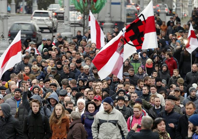 Białoruś: Tysiące osób na marszu na rzecz wolnych wyborów /PAP/EPA