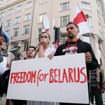 Białoruś: Więzień polityczny próbował przebić sobie gardło w sądzie