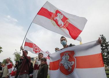 Białoruś wydala łotewskich dyplomatów. Przyczyną flaga