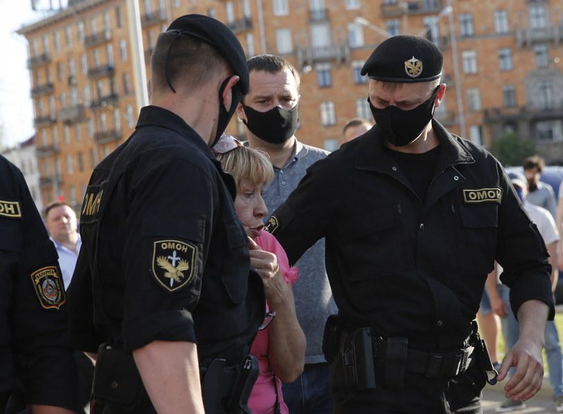 Białorusini domagają się uczciwych wyborów /TATYANA ZENKOVICH  /PAP/EPA