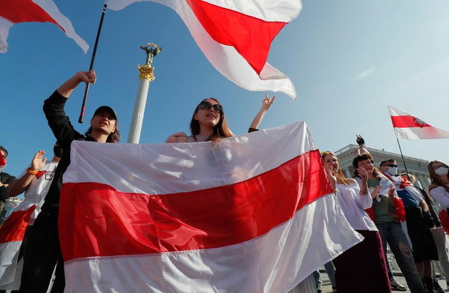Białorusini protestują w Mińsku i wielu innych miastach /SERGEY DOLZHENKO /PAP/EPA