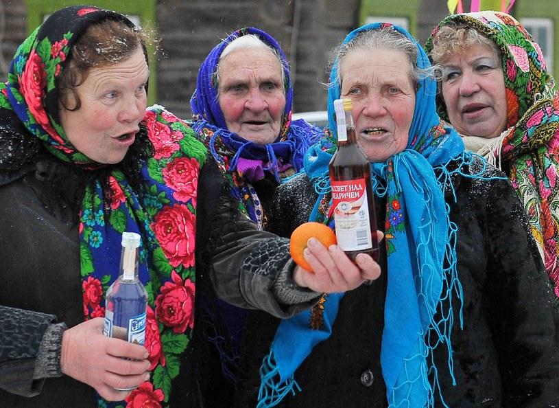 Białorusinki dobrze wiedzą, że witamina C pomaga zminimalizować kaca /AFP