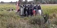Białoruskie służby używając tarcz wypychają migrantów. Litwini pokazują nagranie