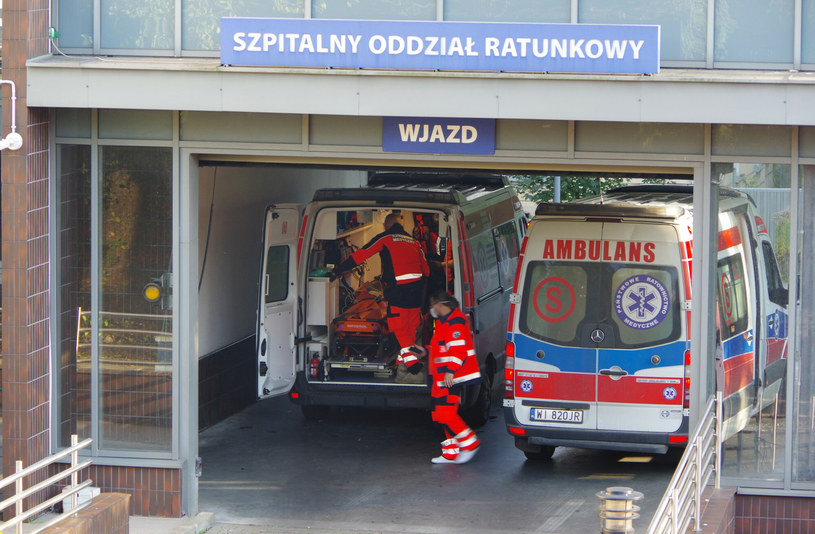 Białostocki szpital chce zatrudnić 54 pracowników medycznych. Na razie zgłosiło się  10 osób, zdjęcie ilustracyjne /Marek BAZAK/East News /East News