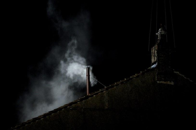 Biały dym pojawił się o godz. 19:06 /AFP