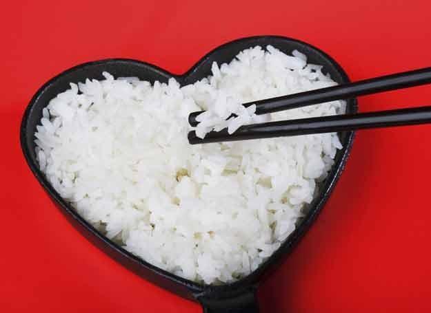Biały i brązowy ryż zawiera taką samą ilość kalorii /© Panthermedia