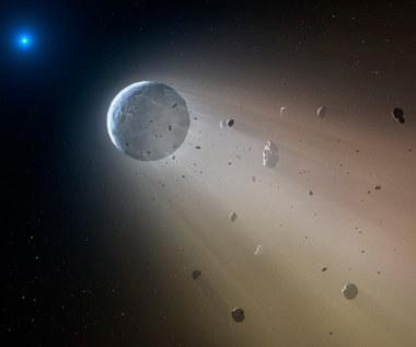 Biały karzeł rozrywający planetoidę