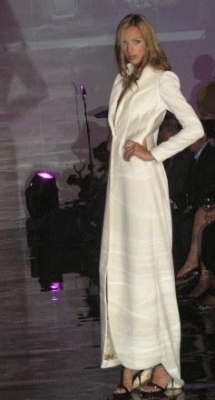 Biały płaszcz z kolekcji Plicha /INTERIA.PL