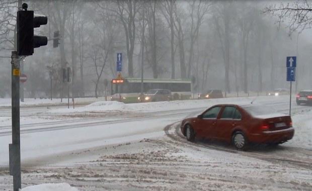 Białystok: Wczorajszy śnieg nadal utrudnia jazdę w mieście
