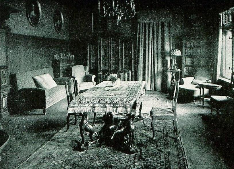 Biblioteka pałacowa w Nowym Kościele w 1930 roku;  zbiory autora /