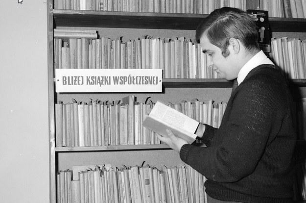 Biblioteka Publiczna na Woli w Warszawie. Zdjęcie z lat 60. XX wieku /Z archiwum Narodowego Archiwum Cyfrowego