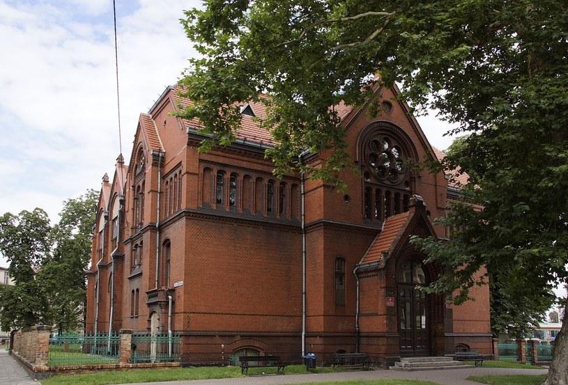 Biblioteka Publiczna w Legnicy /Wikimedia; Mohylek  /