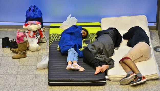Biedni Polacy patrzą na uchodźców