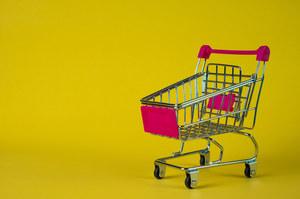 Biedronka: Pierwszeństwo wejścia seniorów do sklepu w pierwszej godzinie od otwarcia