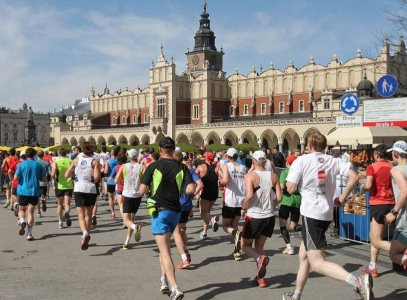 Biegacze na trasie Cracovia Maratonu /PAP
