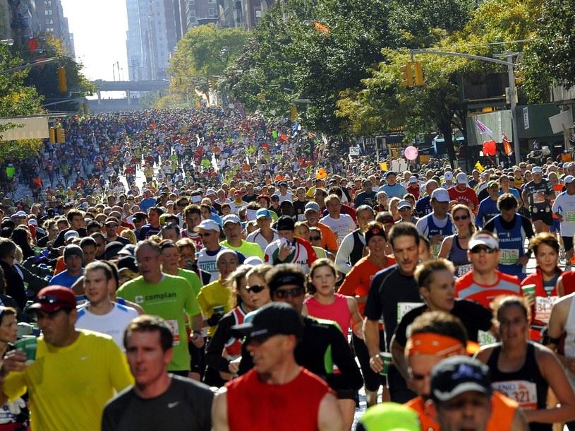 Biegacze na trasie maratonu w Nowym Jorku /AFP
