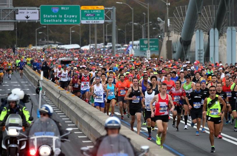 Biegacze na trasie nowojorskiego maratonu /PAP/EPA