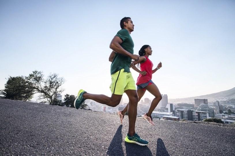 Biegacze powinni wiedzieć, jak dostosować swój strój /materiały promocyjne