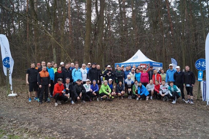 Biegacze z AZS AWF Masters Kraków przed treningiem w Puszczy Niepołomickiej. /INTERIA.PL