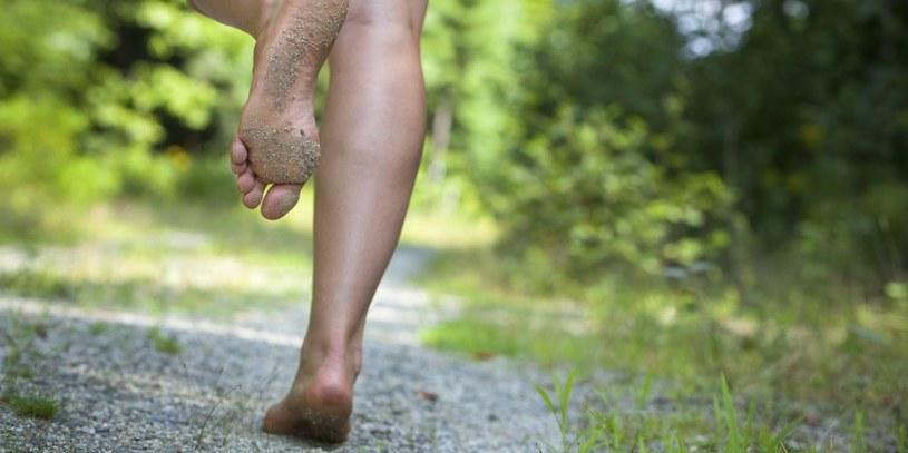 bieganie bez butów /© Photogenica