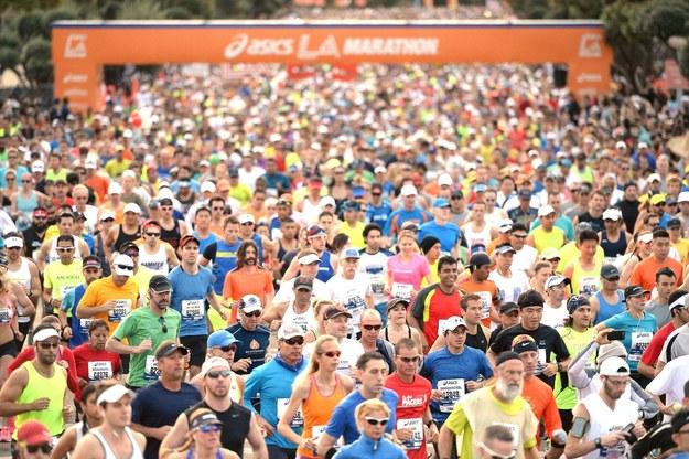 Bieganie jest coraz bardziej popularne /AFP