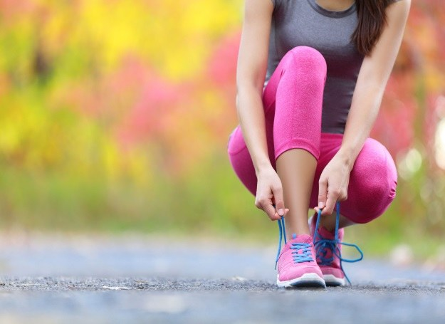 """Bieganie jest zdrowe i ...modne. Wiesz jak biegać """"z głową""""? /123RF/PICSEL"""
