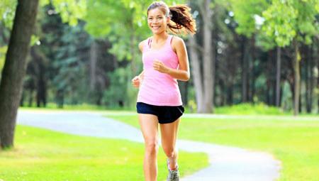 Bieganie wzmacnia układ sercowo-naczyniowy /123RF/PICSEL