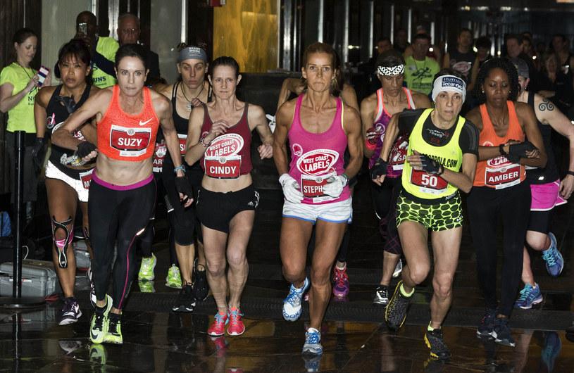 Bieganie z roku na rok jest coraz bardziej popularne w naszym kraju. W Nowym Jorku, skąd pochodzi to zdjęcie, jest od dawna. /AFP