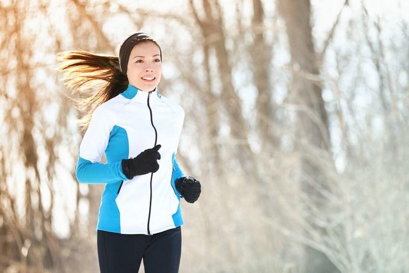Bieganie zimą hartuje organizm /123RF/PICSEL