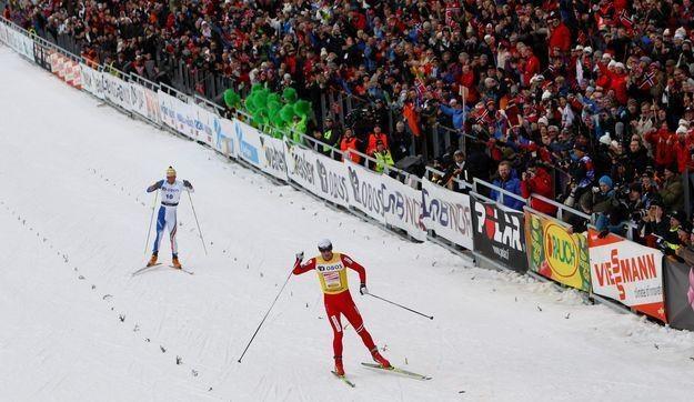 Biegi narciarskie  w Holmenkollen oglądają tłumy kibiców. /AFP