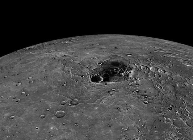 Bieguny Merkurego są bogate w zamarzniętą wodę /NASA