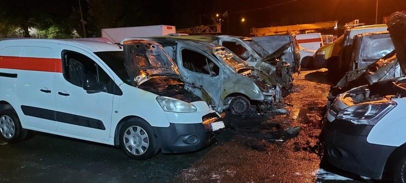 Bielsko-Biała: Pożar samochodów dostawczych /Sylwester Gorząd/Serwis internetowy Komendy Miejskiej PSP w Bielsku-Białej /