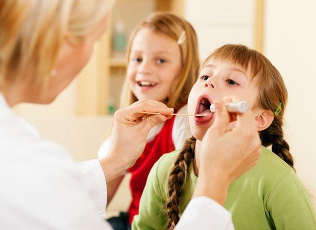 Bierne palenie bywa przyczyną wielu chorób układu oddechowego, zwłaszcza u dzieci /© Panthermedia