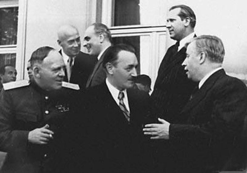 Bierut (w środku) dzięki bierności władz w Londynie przejął władzę w Polsce /Laski Diffusion /East News